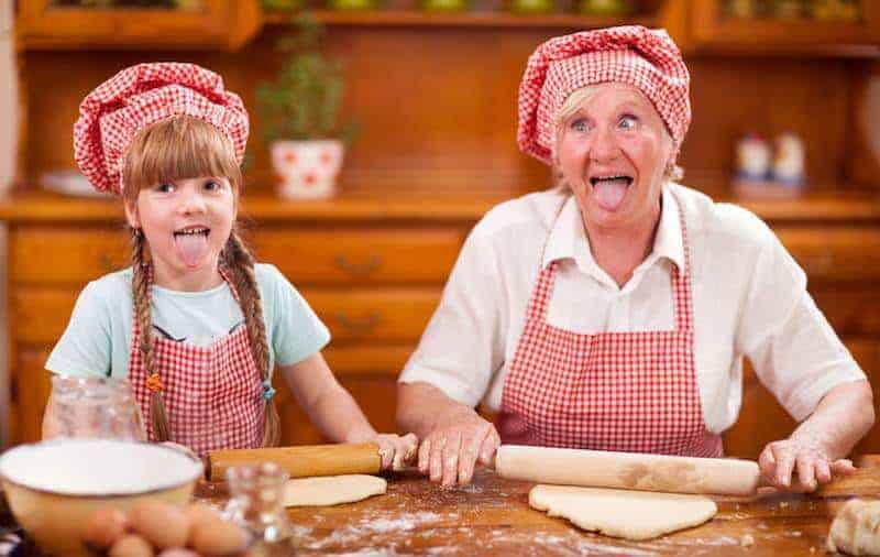 Babcia opiekunka – czy stać cię nataki luksus? (pobierz laurkę dodruku)