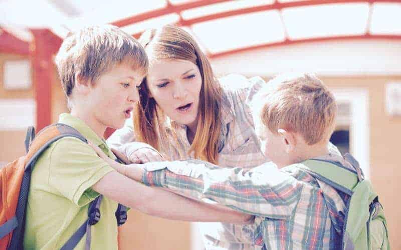 Jak reagować nakłótnie między dziećmi?