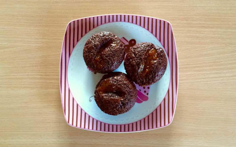 Muffinki czekoladowe zglazurą owocową
