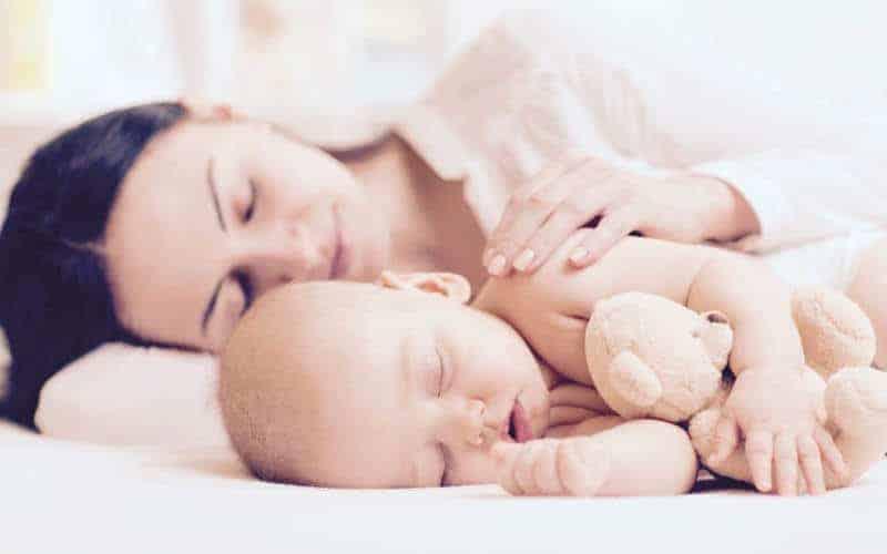 Współspanie czyli niespanie? Jak namówić dziecko dopolubienia własnego łóżka (zfilmem)