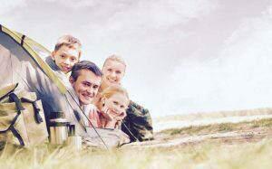 rodzina pod namiotem