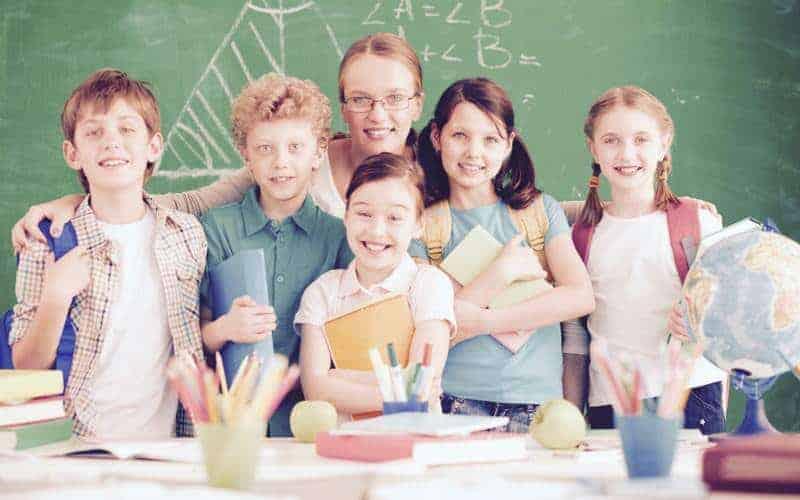 Prezenty nazakończenie roku szkolnego. Atrakcyjne propozycje do35zł