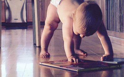 Prosta sztuczka zksiążką sprawi, żetwoje dziecko zacznie szybciej kojarzyć imówić. Jak czytać książkę bobasowi
