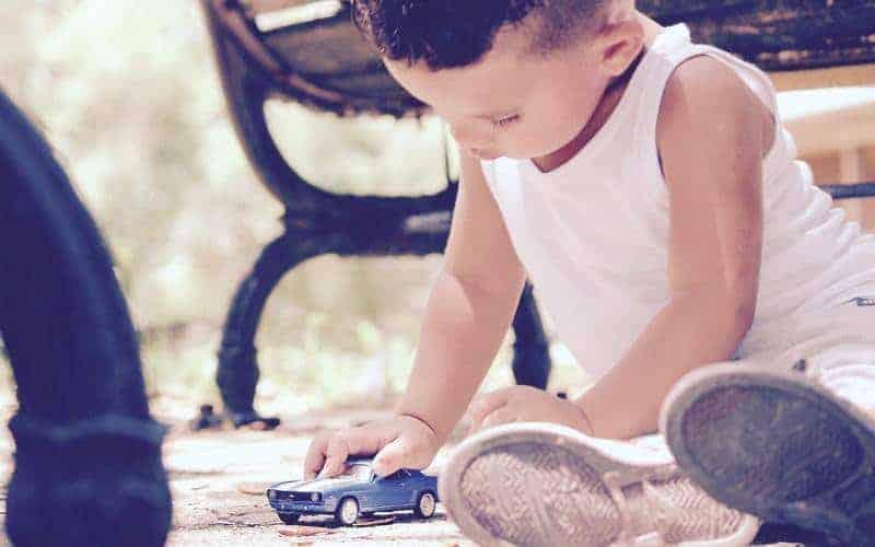 Jak nauczyć dziecko dzielenia się zabawkami? Zacznij odkarmienia gołębi (zfilmem)