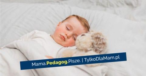 Jak nauczyć dziecko spania we własnym łóżku? śpi baby sleep