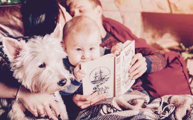 dziecko zksiążką