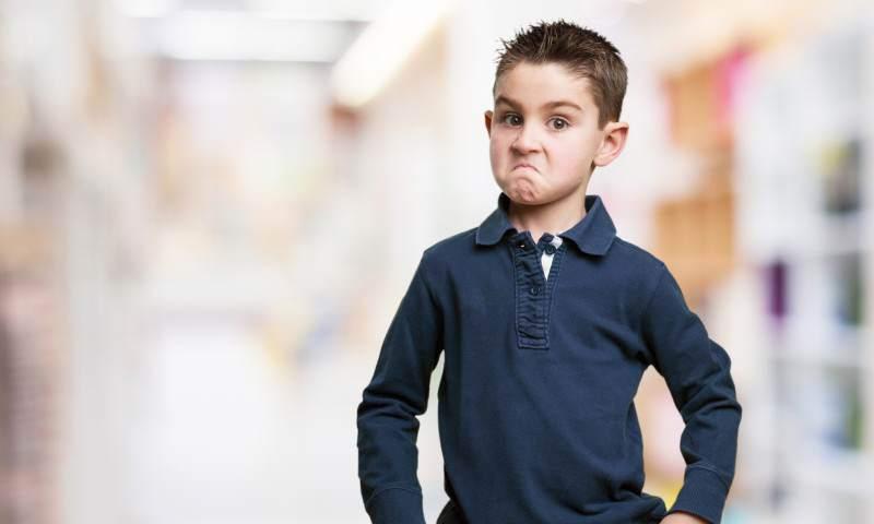 Jak reagować kiedy dziecko przeklina? Wiele zależy odwieku!