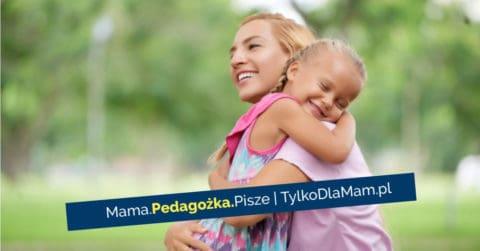 mama dziecko córka dziewczynka przytulenie dotyk