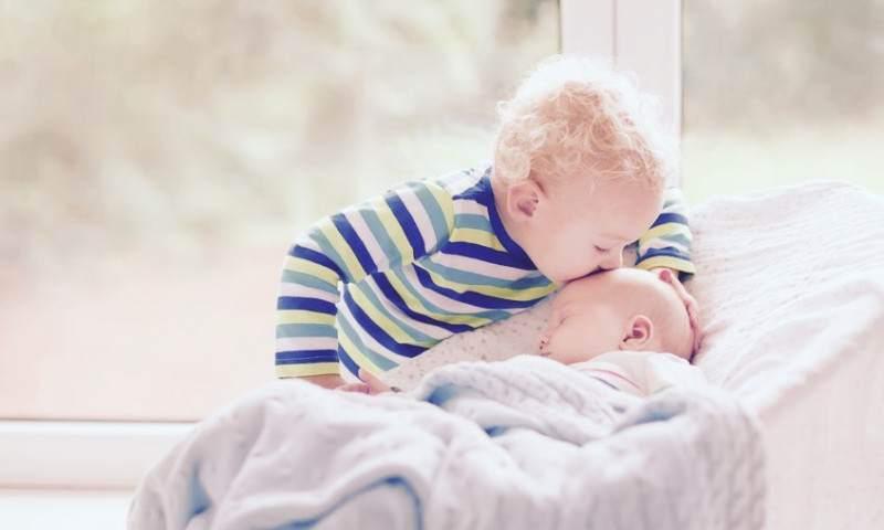 Conaprawdę czuje starsze dziecko, kiedy wdomu pojawia się młodsze rodzeństwo (podcast TDM 049)