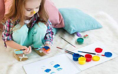 Jak dorośli niechcący, zato skutecznie, zniechęcają dzieci dozabaw plastycznych (podcast 048)