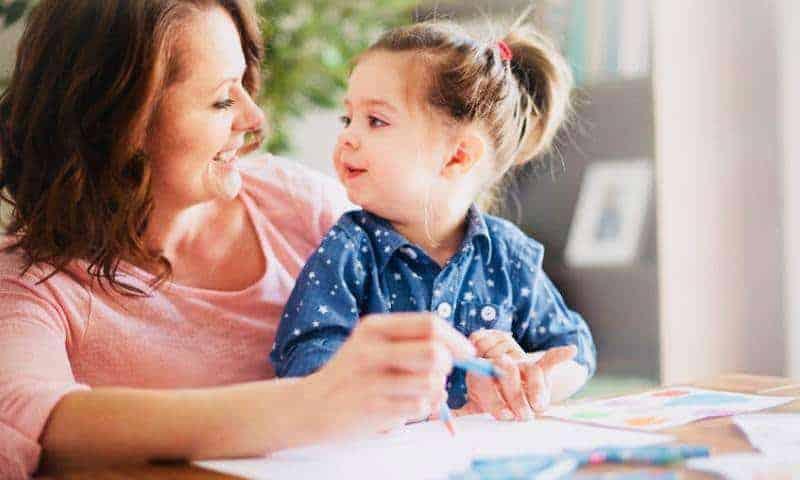 Znasz 10 prostych zabaw wspierających emocje dziecka?