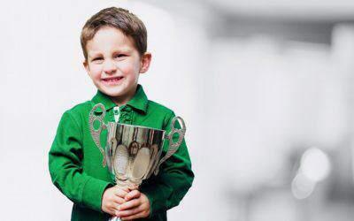 Jak pomóc dziecku radzić sobie zprzegrywaniem? Najpierw naucz grać!